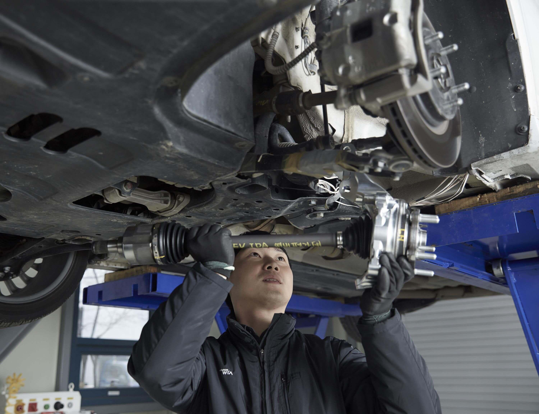 Установка ведущей оси -Hyundai Wia